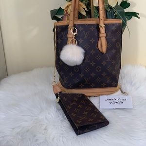 Authentic Louis Vuitton: Bucket PM with Pouch
